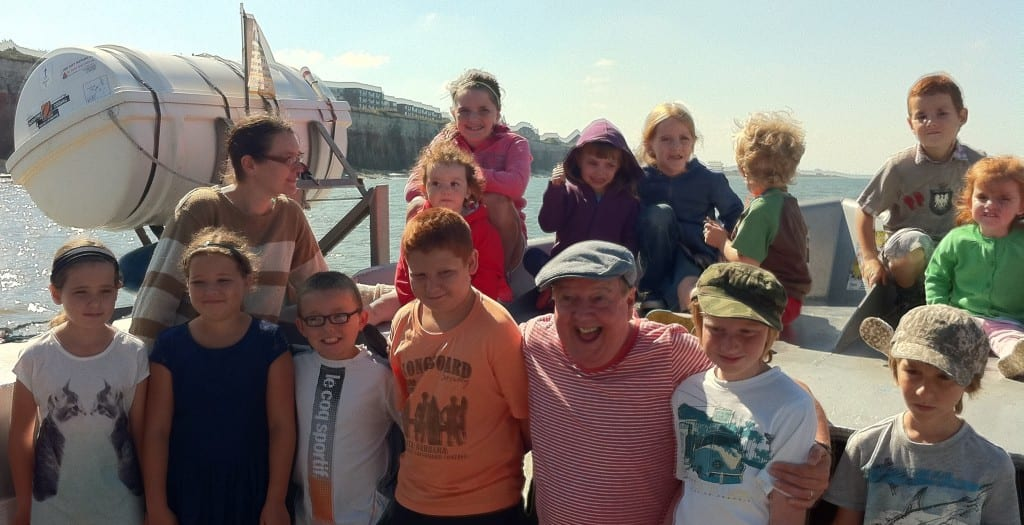Jimmy Cricket at the bow of the Wash Monster with all the children who had gone on the same voyage